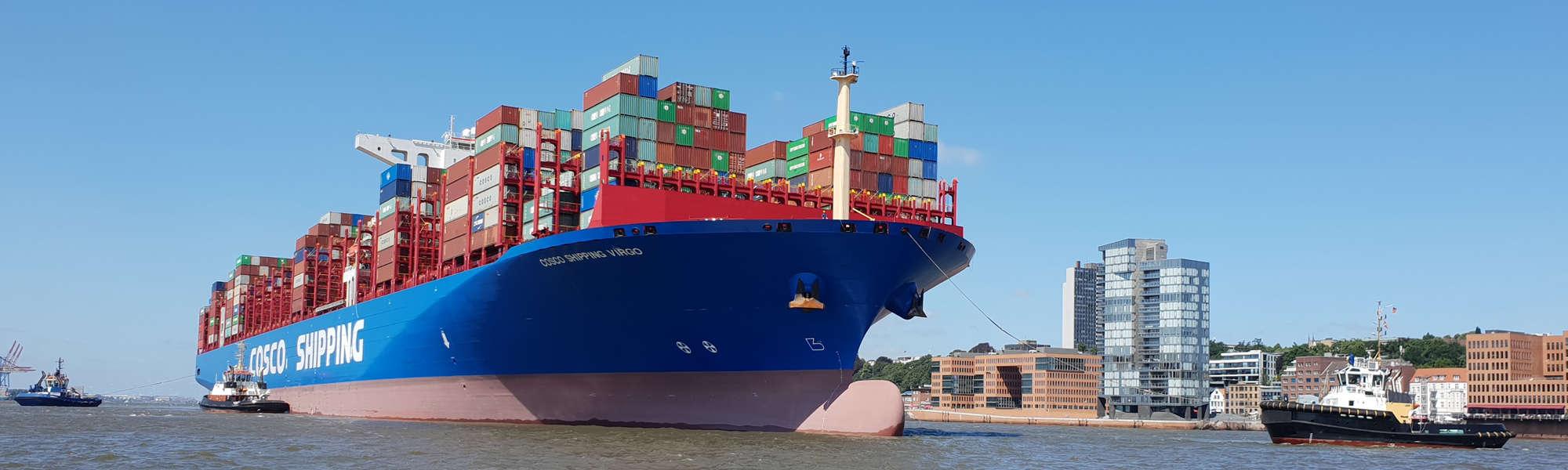 Containerschiff auf Elbe im Hafen Hamburg - Foto: FOLLOW ME Hamburg