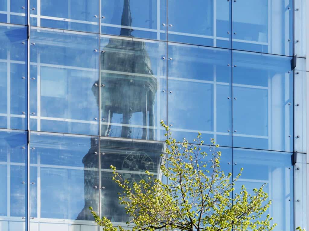 Neustadt Hamburg St. Michaeliskirche (Spiegelung)- Foto: FOLLOW ME Hamburg