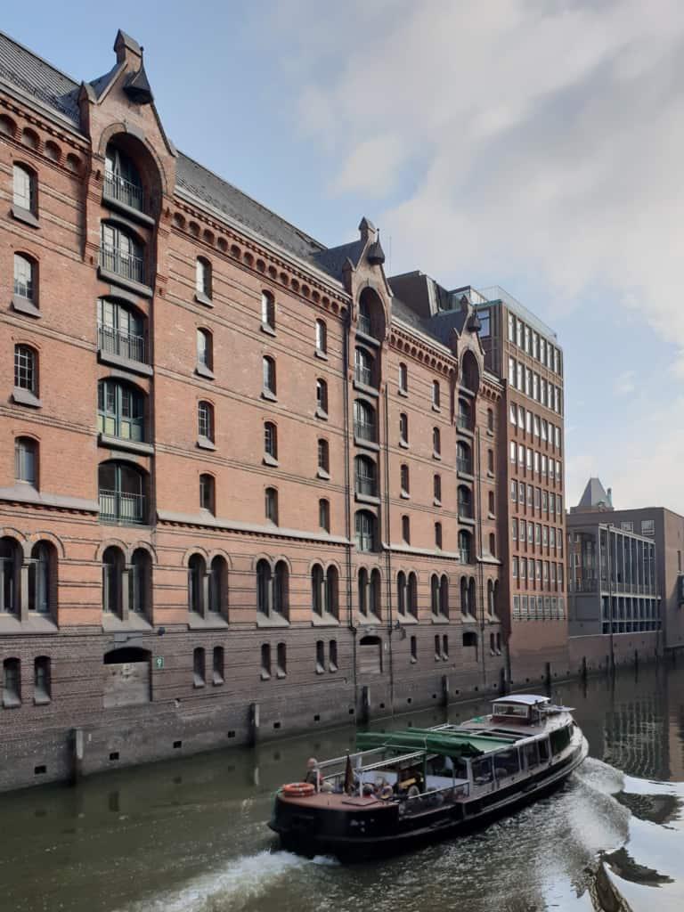 Fleet mit Barkasse Speicherstadt Hamburg | Followme Hamburg