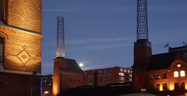 Vollmond über dem Kesselhaus in der Speicherstadt - Foto: Follow Me Hamburg